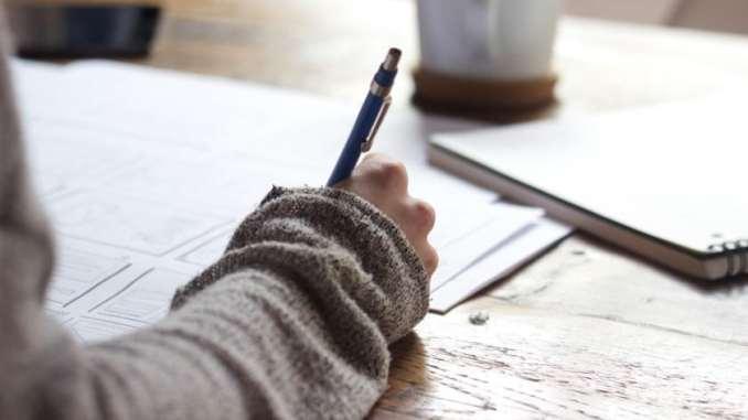 yazarak ders çalışan öğrenciler daha başarılı
