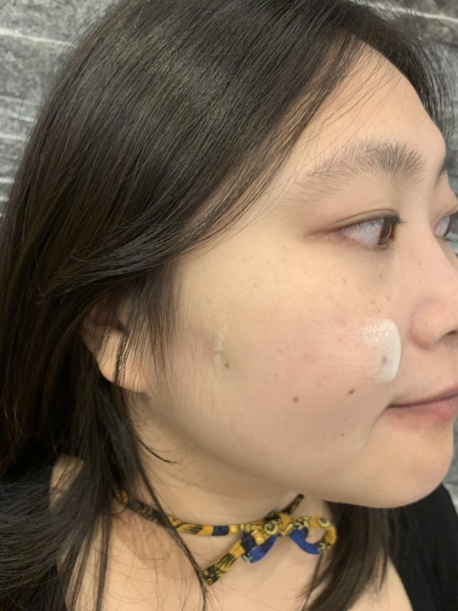 SK-II 超肌因鑽光淨白精華/genoptics aura essence-SK-II小燈泡的使用感受超好,用起來舒服不刺激,膚感很好,想全臉提亮肌膚改善暗沉兼具光透感跟抗老感的話,選它就對了!美白保養推薦/肌膚保養/白凈修復/煙醯胺/維他命B3/Niacinamide/菸鹼醯胺/衛服部認可有效美白成份/均勻膚色/淡化/嫩白/skin care/facial/lighting/essence - 防曬偏執狂藍子