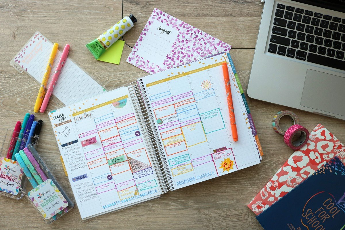 15 Things To Put In Your College Planner | College Tips | Hayle Olson | www.hayleolson.com