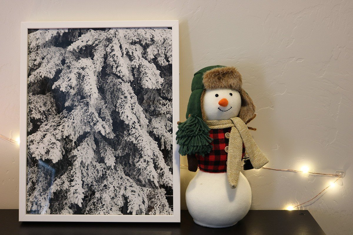 Decorating For Christmas: Fine Art | hayle santella | www.haylesantella.com