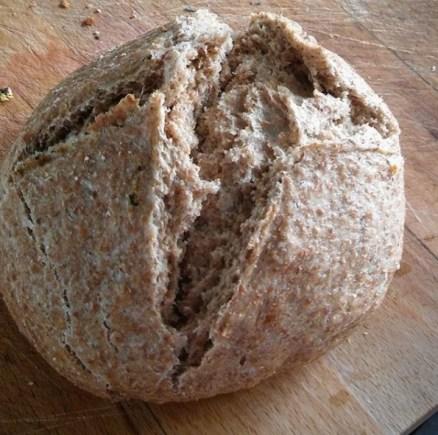 Pan integral casero hay plato encerrado 3