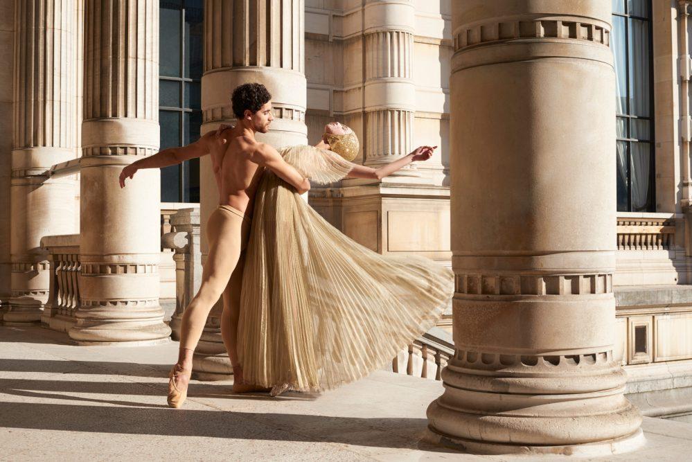 Editorial: Mirror Mirror – Let's dance