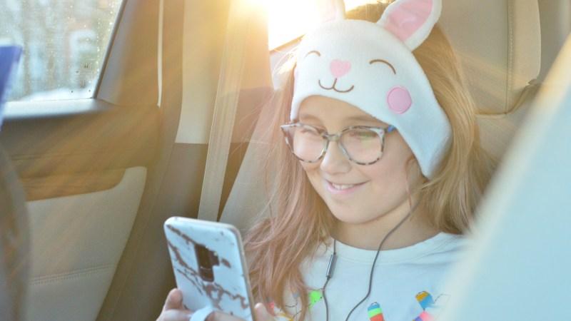 Flip-Phone Parenting trend