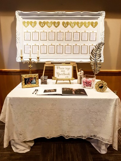 Hazelmere Guest Book Table