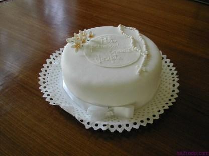 Las tortas de Primera Comunión son generalmente blancas