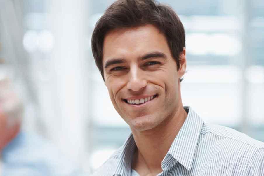hombre sonriendo3