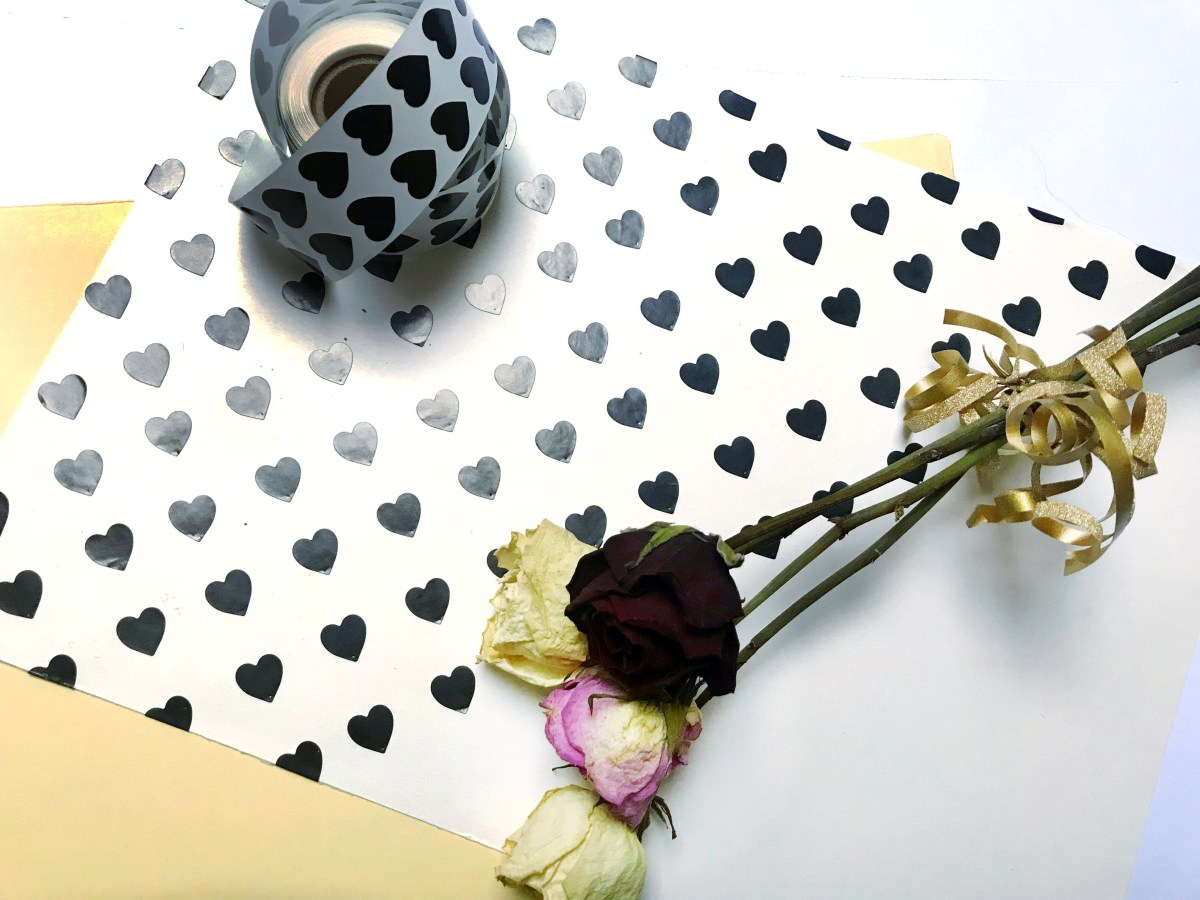 Black heart stickers gift wrap + sticker roll + dried roses