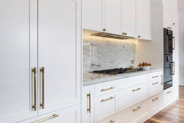 Hampton Kitchen Design with Integrated Fridge   HB Design