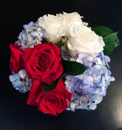 centerpiece-hydrangea-with-white-red-roses-2