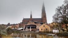 La Catedral de Uppsala (Uppsala Domkyrka), fue construída en el siglo XIII. Es el centro de Uppsala y sus agujas se pueden ver desde casi toda la ciudad, pues los edificios aquí suelen ser bajos.