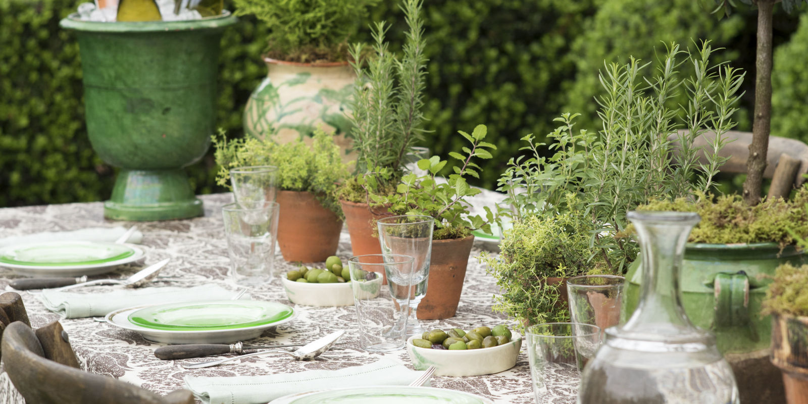 design living room furniture arrangements ideas for bookcases in rooms julia reed summer tablescape - outdoor dinner tabletop