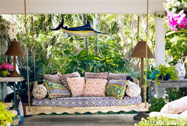 swinging daybed