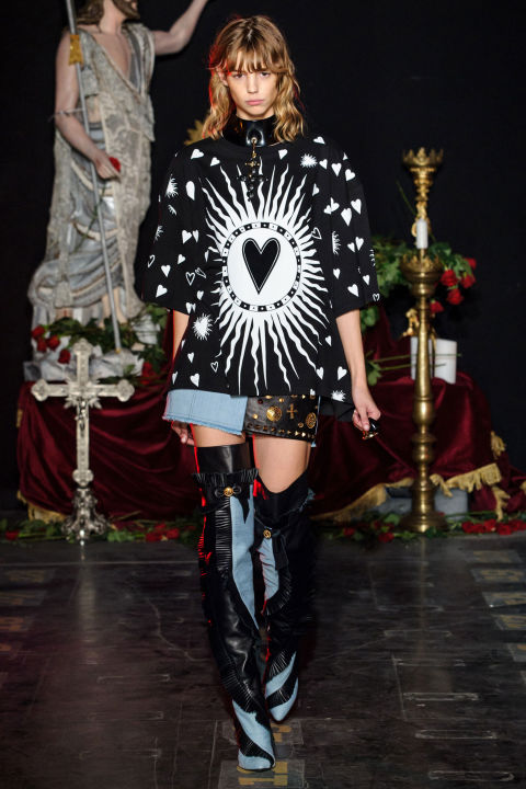 The mix of washed denim and black leather introduced an 80s-early 90s vibe with Italian excess—think Versace back in the day. Everything was accessorized with a statement shoe or hunk of jewelry: large cross chokers, medals dangling from golden chains, studded belts and so on. The shoes presented an interesting dichotomy— gladiators detailed with bows. In black leather, they were spicy-sweet.