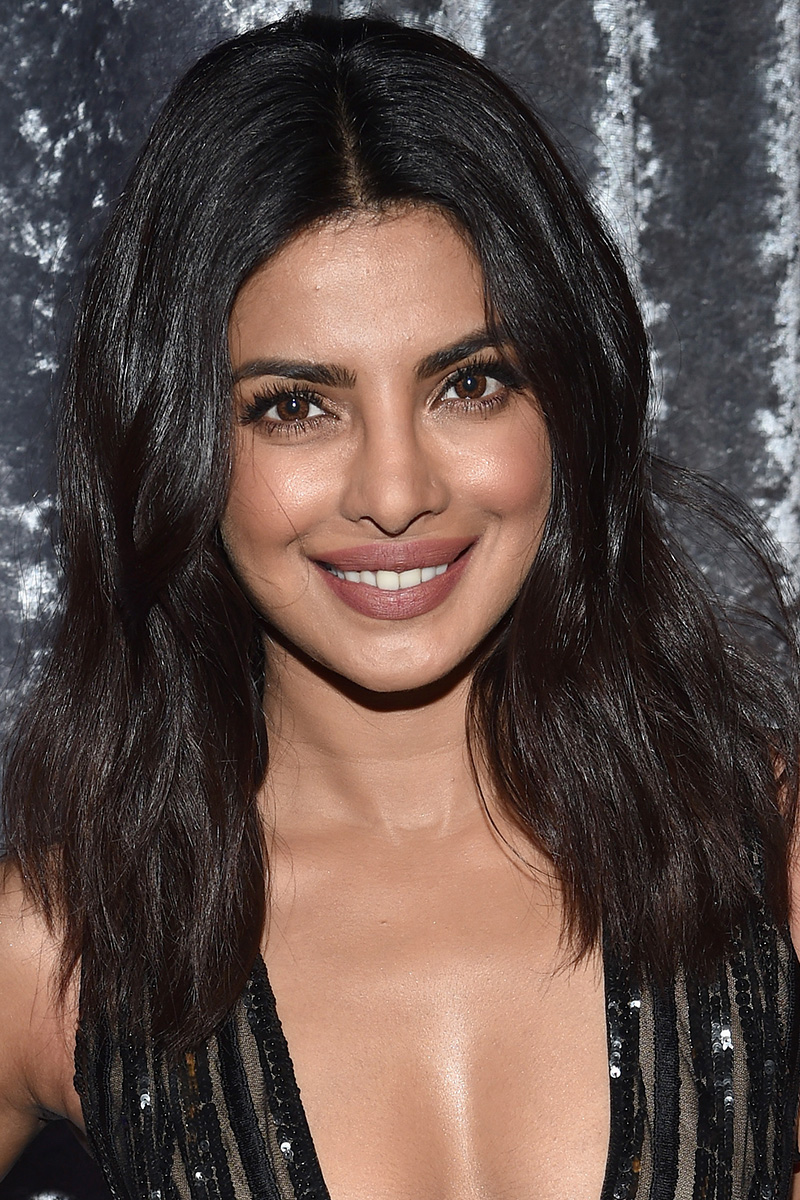 33 Best Medium Hairstyles  Celebrities With Shoulder Length Haircuts