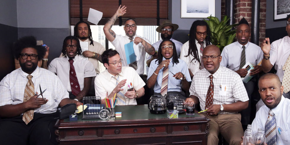 "Afbeeldingsresultaat voor Migos, Jimmy Fallon & The Roots Perform ""Bad And Boujee"" With 'Office Supplies'"