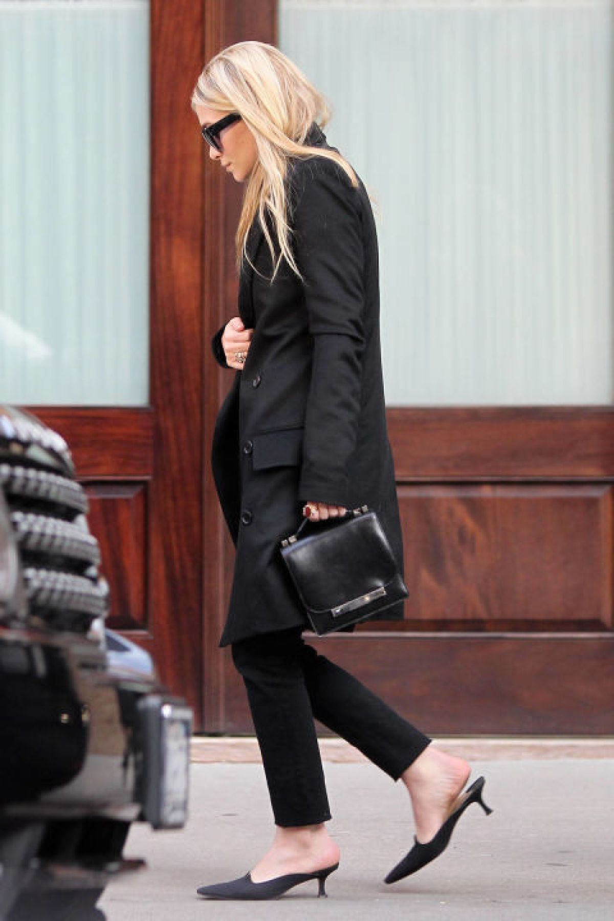 The mini-heeled pump is making a comeback as the daring yet demure shoe style to try.<br /><br /><br /> (Pictured: Mary-Kate Olsen)<br /><br /><br />