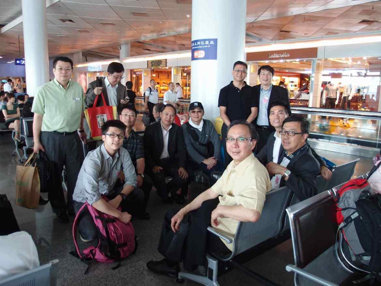 出發前機場合照,部分會員更已提前出發與當地官員及生意夥伴會面。