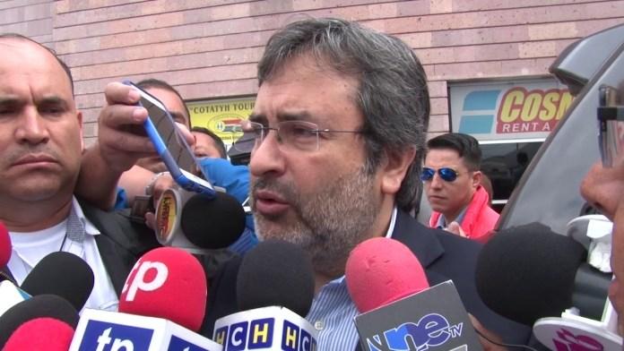 Juan Jiménez Mayor afirma que hay amenazas y que se va preocupado por sus compañeros que quedan en el país