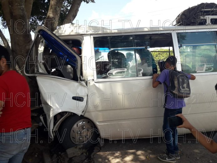 ¡ Al menos 11 heridos ! al impactar bus con un árbol en El Higuito, Talgua, Lempira