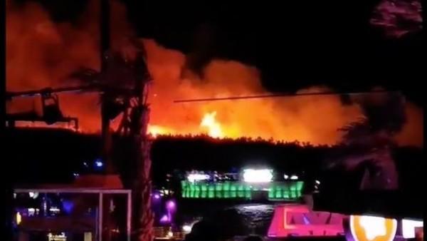 VIDEO: Un enorme incendio obliga a cancelar un festival de música en Croacia