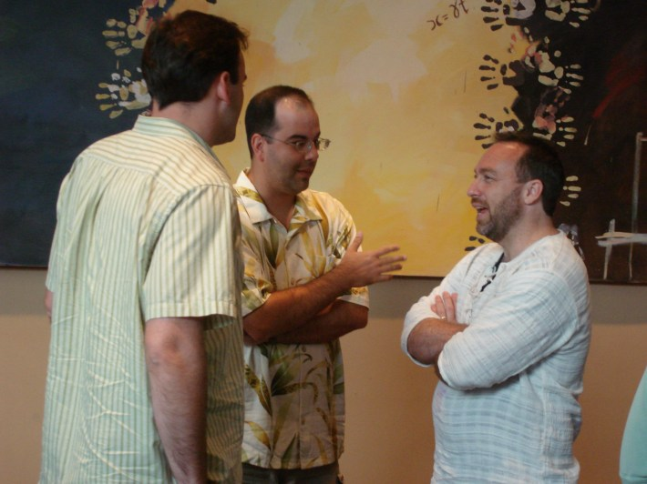 Wales talks with colleagues at Wikimania 2006, the second annual international Wikimedia conference, at the Harvard Law School campus in Cambridge, MA in August 2006.