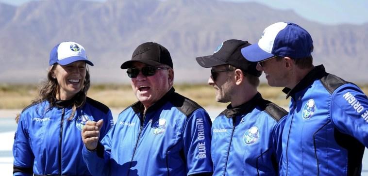 Tutti dovrebbero andare nello spazio! Shatner grato per l'esperienza Blue Origin