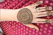 Simple-Mehndi-Designs back hand