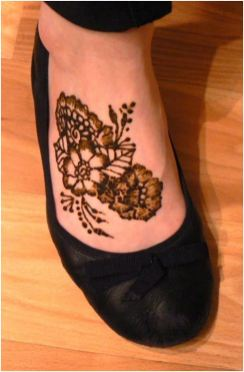 easy and quick-mehndi-tattoo for foot
