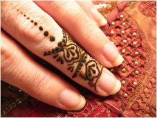 easy finger mehndi design