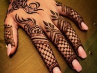 simple full backhand mehndi desing