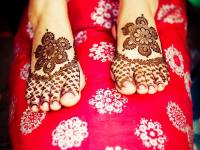 Jaal-partial-simple-mehendi-feet-design-idea