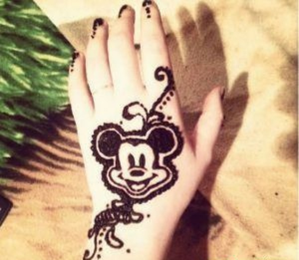 cute henna mehndi design for kid