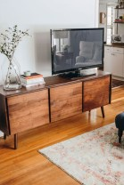 41 DIY TV Gallery Wall Inspirations & How Tos 15