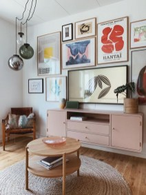 41 DIY TV Gallery Wall Inspirations & How Tos 29