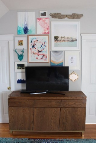 41 DIY TV Gallery Wall Inspirations & How Tos 36