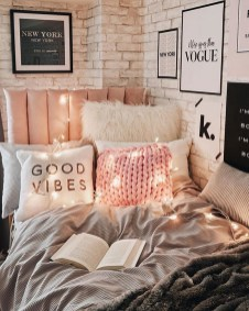 54 Aesthetic Teenage Bedroom Ideas Redecorating On A Budget 49