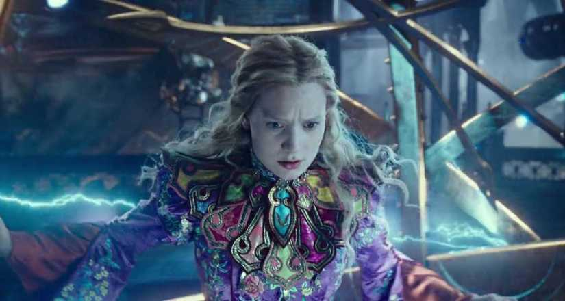 Download Alice Through the Looking Glass Full Movie Hindi 480p
