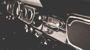 Retro-Dashboard-in-Veteran-Car