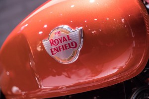 royal-enfield-interceptor-650cc-petrol-tank-and-Logo
