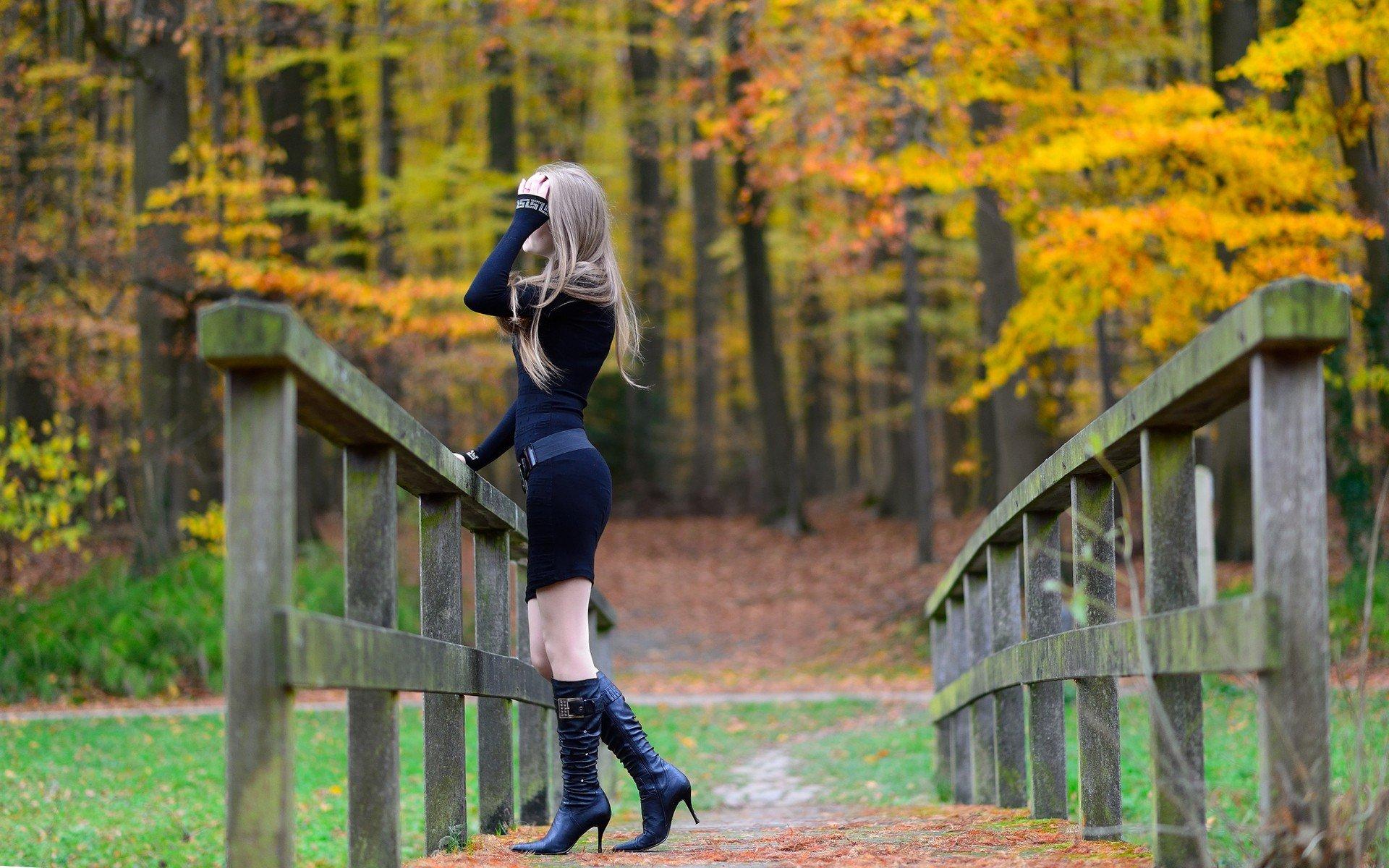 Blonde Girl Photo Wallpaper 2560x1440 Women Model Blonde Long Hair Nature Women Outdoors