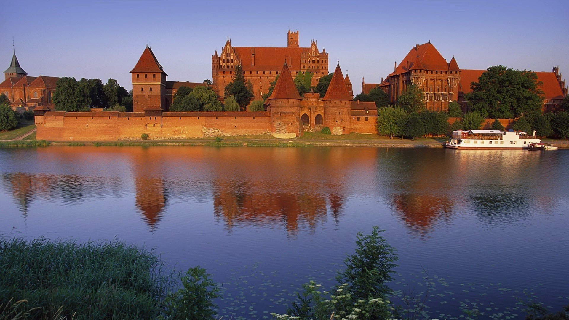 5760x1080 Anime Wallpaper Poland Malbork Castle Hd Wallpapers Desktop And Mobile
