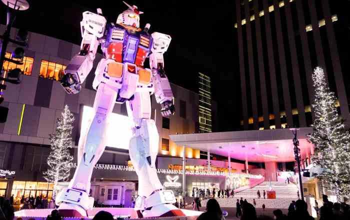 Gundam Statue