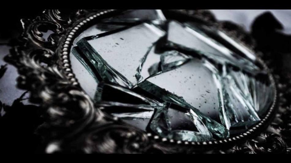 اگر آینه ترک خورده باشد، شاید قدرت نابالغ در خانه آغاز شود