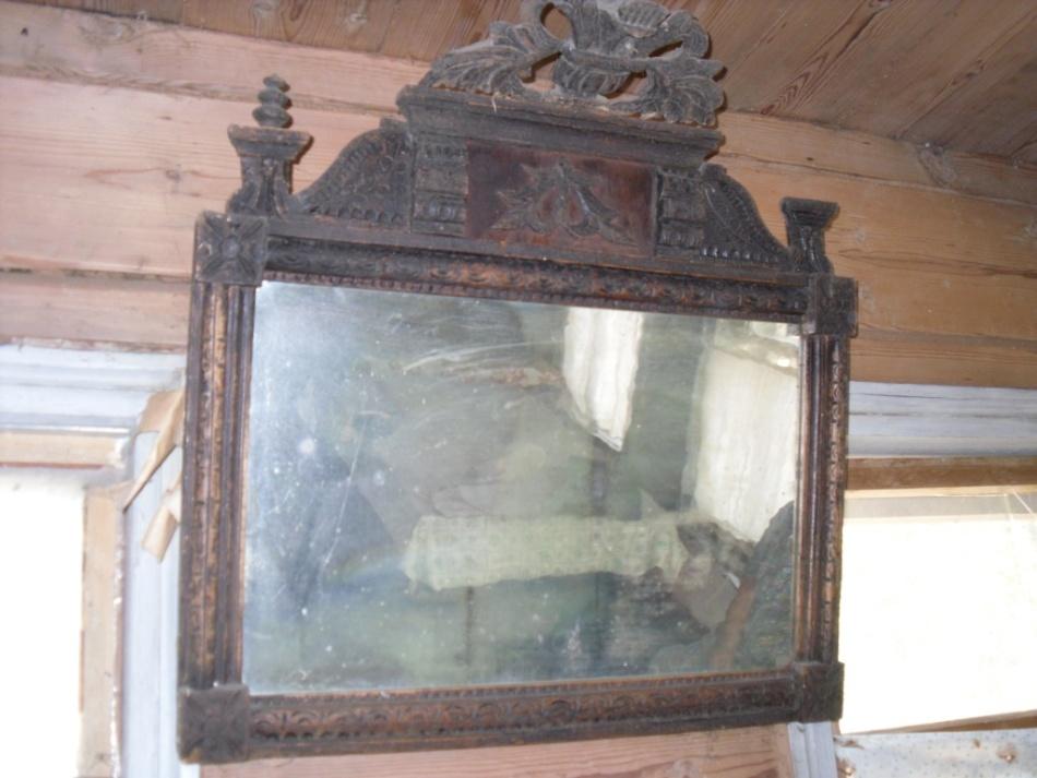 به منظور چسباندن به خانه مشکل، نباید از آینه قدیمی صاحبان سابق استفاده کنید