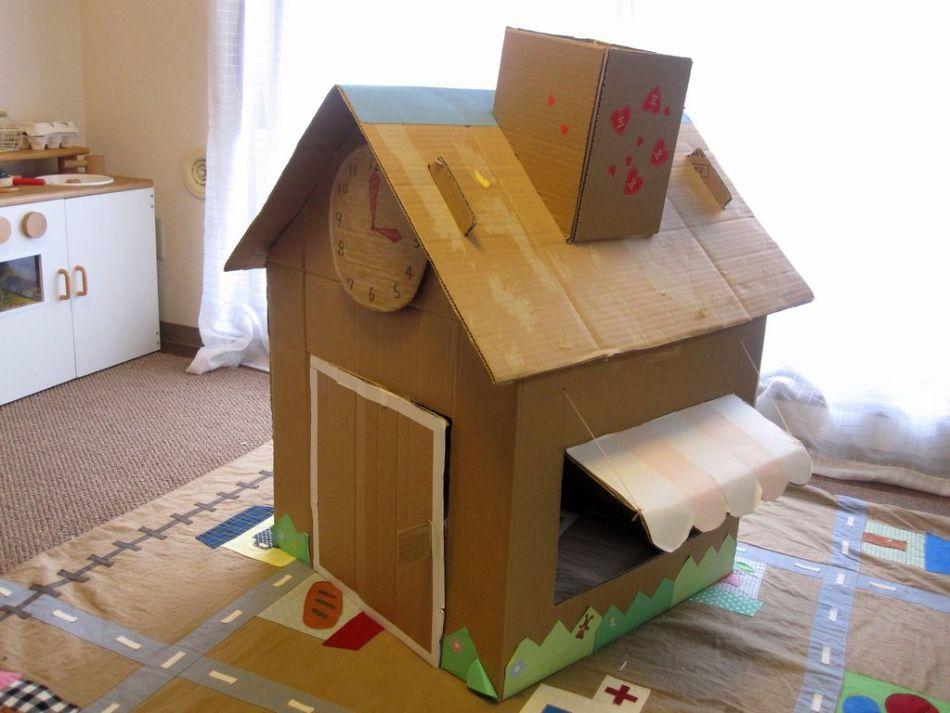 Egyemeletes ház a babák számára
