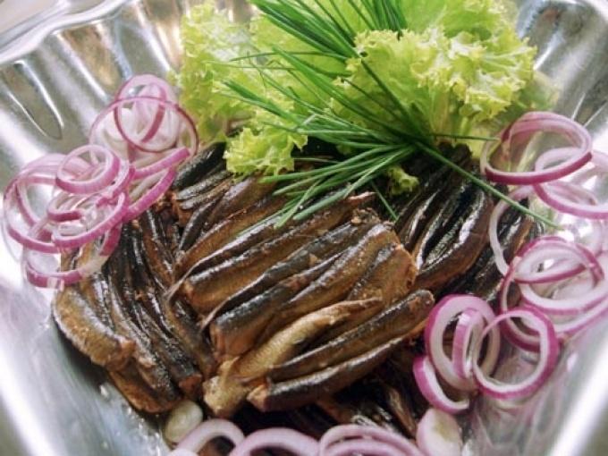 Сервировка рыбных консервов