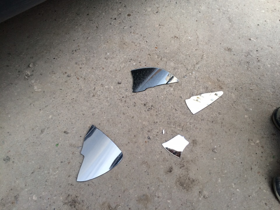 اگر آینه در محل کار سقوط کرد، شما باید قطعات خارج از ساختمان را قطع کنید