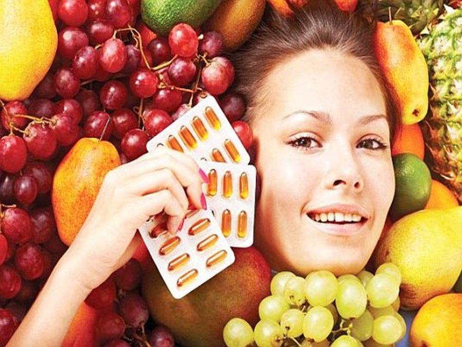 손톱을 한 달 동안 성장시키기 위해 몸에서 비타민의 균형을 회복해야합니다.