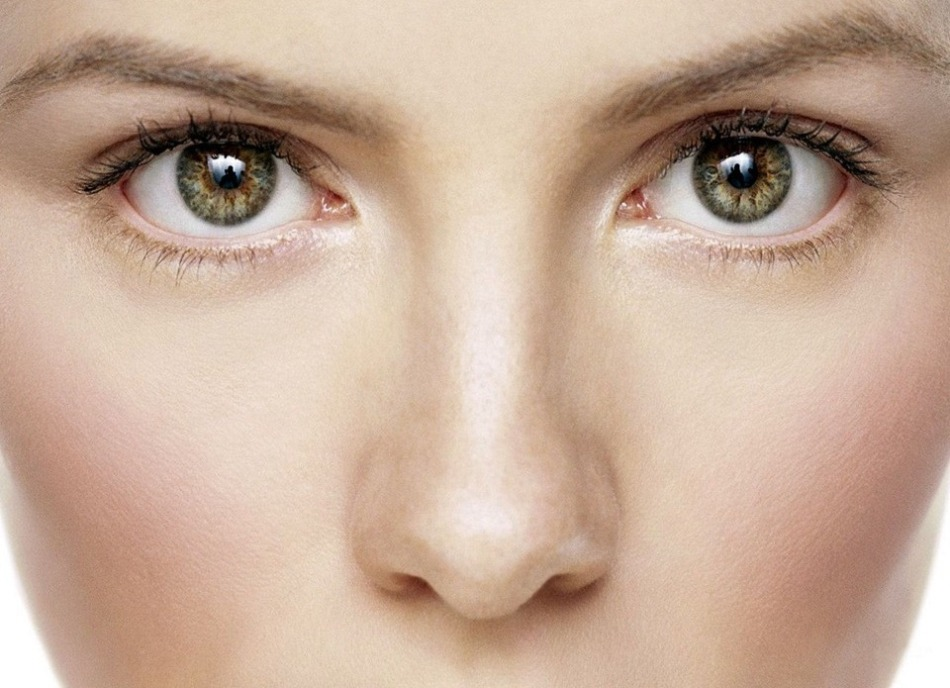 Physiognomisten argumentieren, dass idealerweise Nasenlöcher mit den Flügeln der Nase bedeckt sein sollten