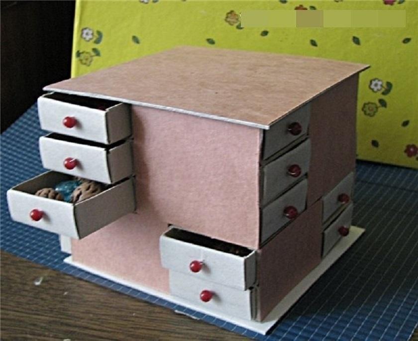 Kis asztal fiókokkal
